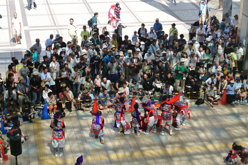 たくさんの人が集まった「エイサー演舞」