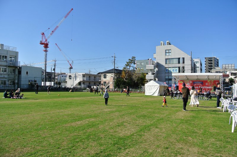 芝生が広がる「町田シバヒロ」