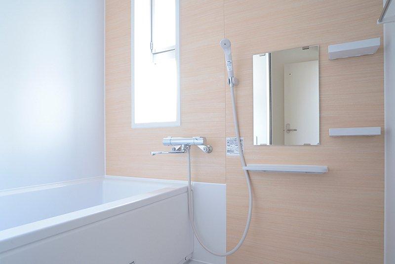 明るくてきれいなバスルーム