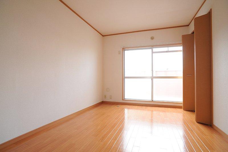寝室に最適な北側の6帖洋室