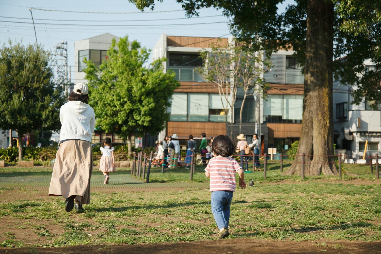 地元のママさんたちの交流の場にもなっている公園。いつも楽しそうな声と笑顔でいっぱいです。