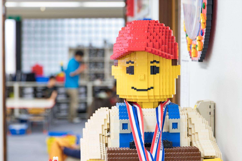 レゴ社が定めた3ヶ月間のトレーニングを終了し、認定試験に合格したインストラクターがレッスンを行います。少人数レッスンなので指導が行き届くのも魅力です。