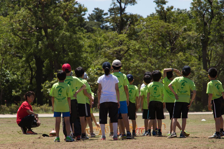 足が速くなるだけではありません。いろいろなスポーツに役立つ基礎能力を養うことができます。