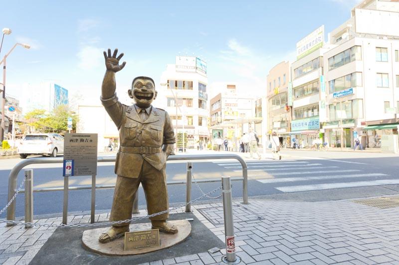 """「亀有」駅北口を出ると""""両さん""""が出迎えてくれる"""