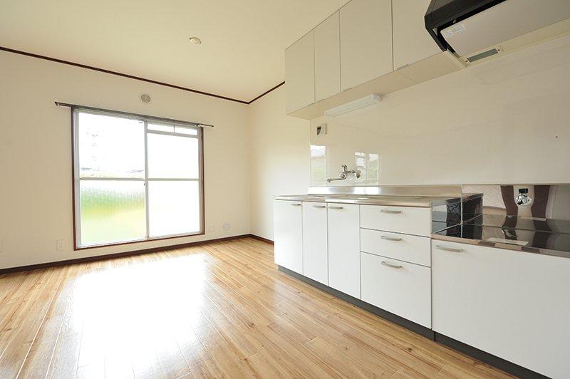 お部屋を最大限に活用できる壁側キッチン