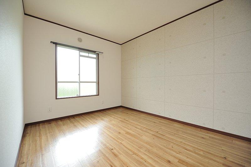 静かで寝室に最適な玄関側洋室