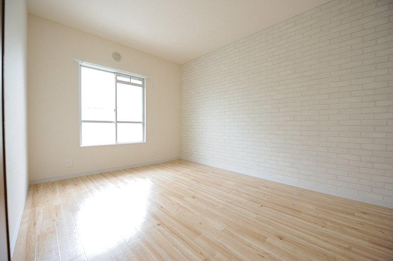 白っぽい床材で室内の明るさアップ