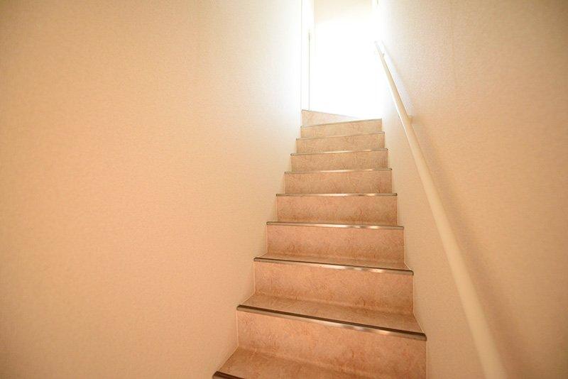 家の中に階段があるとワクワクしますね!
