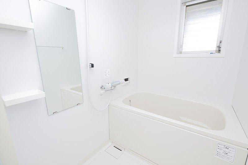 きれいで使い勝手の良さそうな新品バスルーム