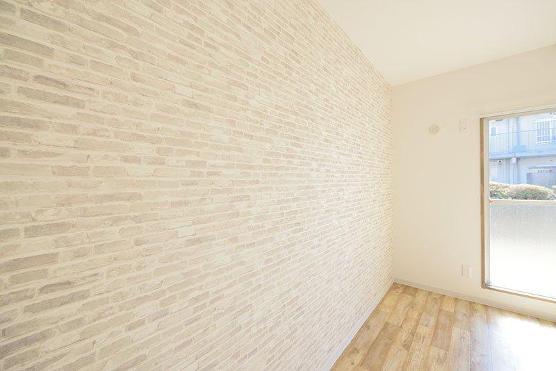 壁のレンガ模様が素敵!