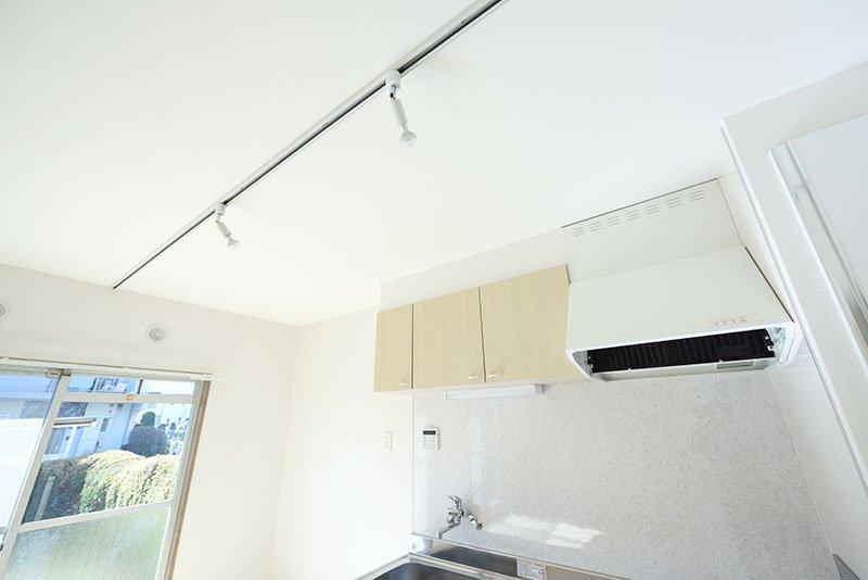 キッチン天井の照明用レール
