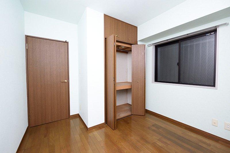 寝室に最適な4帖半洋室