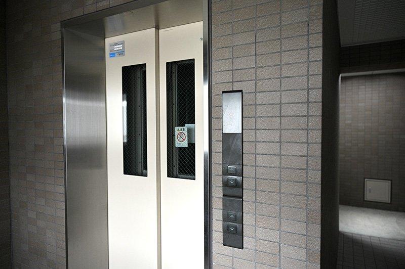 1階のエレベーター
