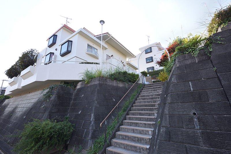 高台に立地する「ロイヤルタウン西成瀬」