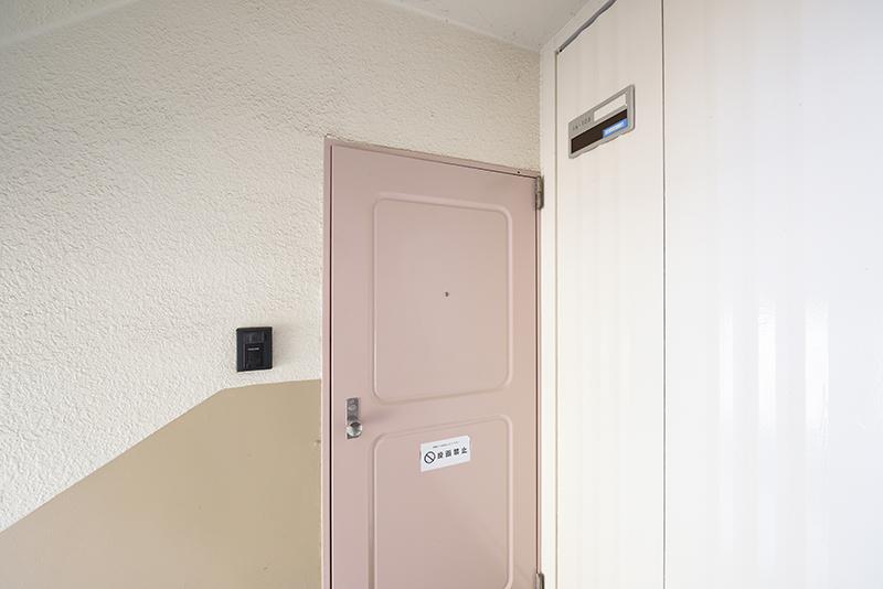 「「町田コープタウン16号棟 105号室」 ドア