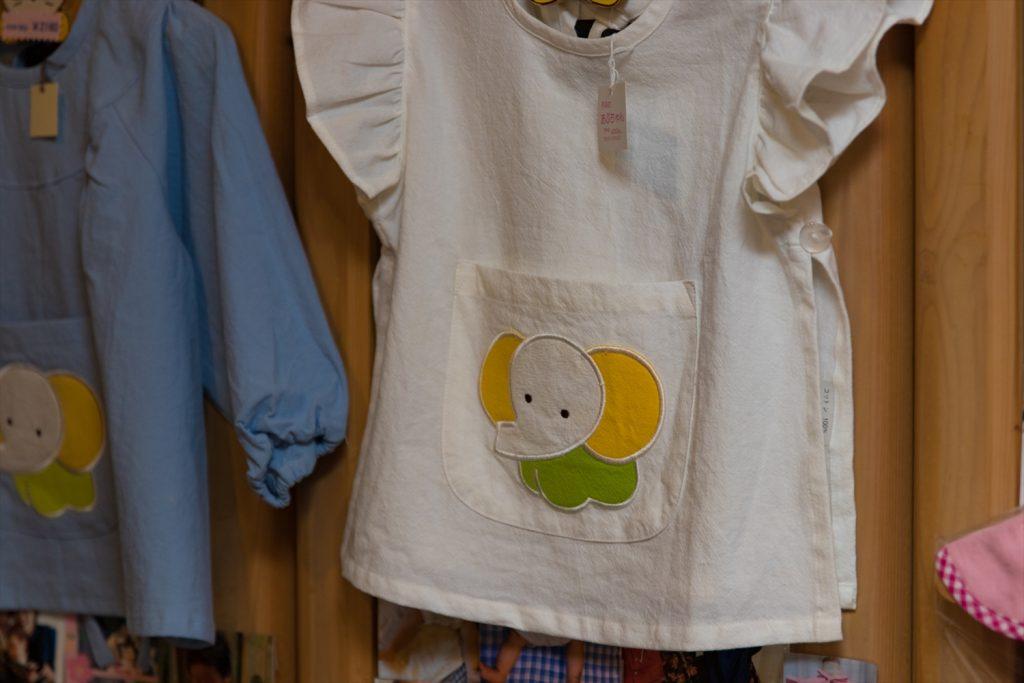 店内に入りパッと目に飛び込んでくるのは、オリジナルキャラクターのゾウさん。可愛いゾウさんの描かれたベビー用品は、昔からの人気グッズです。個人的には、アヒルのキャラクターグッズも可愛いと思います。