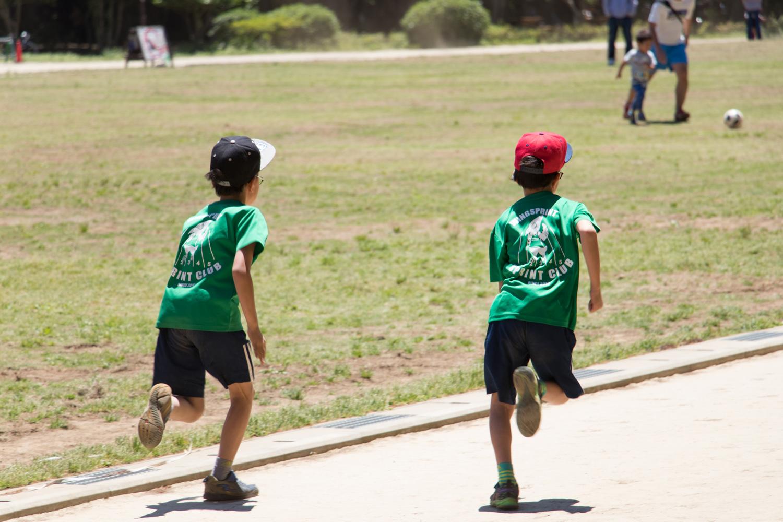 タイムを測り、成長しているかどうかをしっかりと記録し続けます。そうすることで、トレーナーから子どもたちへ個別のアドバイスが可能に。一人一人のペースで運動能力を高められます。
