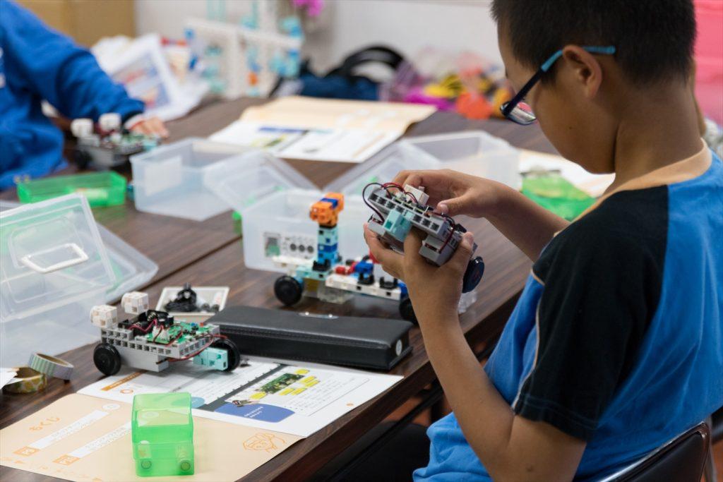 英語や物づくりなどの多彩な講座で子どもたちの好奇心を伸ばそう!