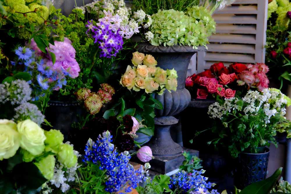 オーナー自らが仕入れる花々