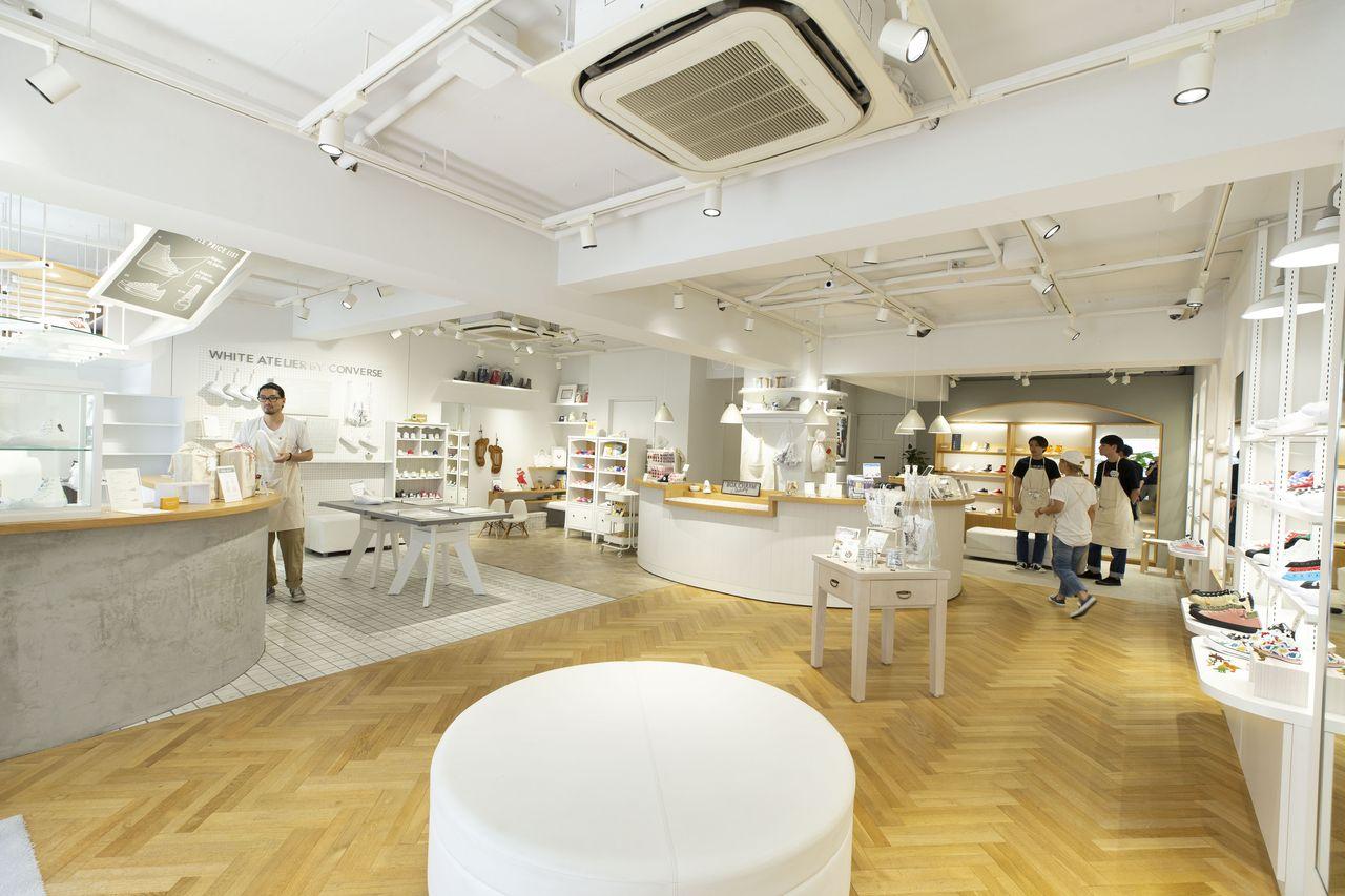 white atelier BY converse 吉祥寺店