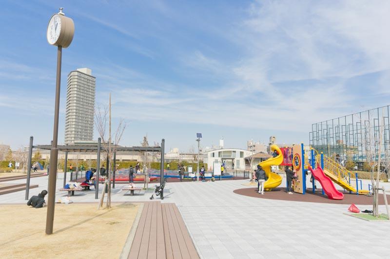 親子連れで賑わう「浮間子どもスポーツ広場」
