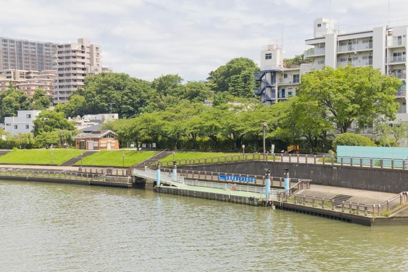 イベントなども開催される「水上バス小豆沢発着所」