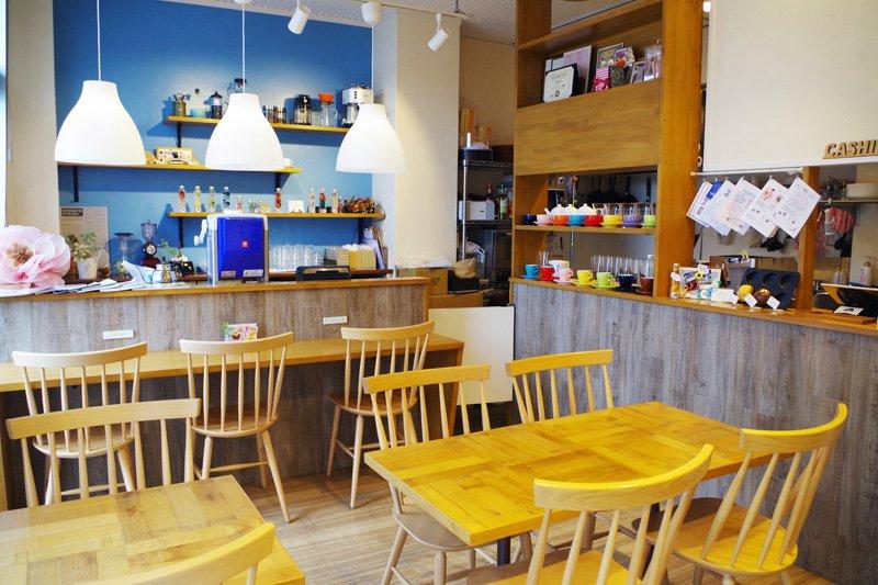 地元の主婦や高齢者、カフェ巡りが趣味の若者層まで様々な客が店を訪れる