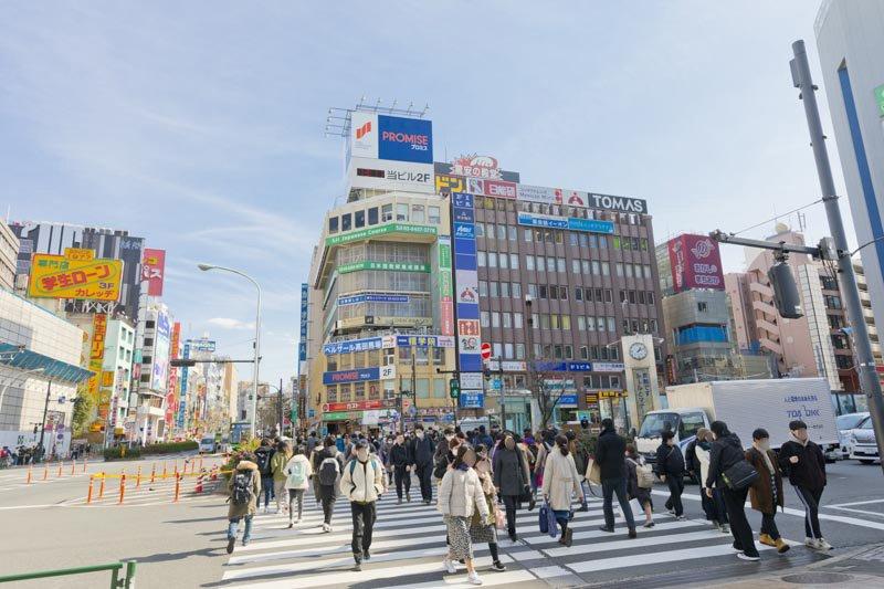 JR山手線、東京メトロ東西線、西武新宿線が利用でき、交通アクセスに恵まれた高田馬場エリア