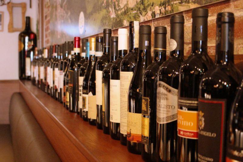 およそ600種類のワインをラインナップ