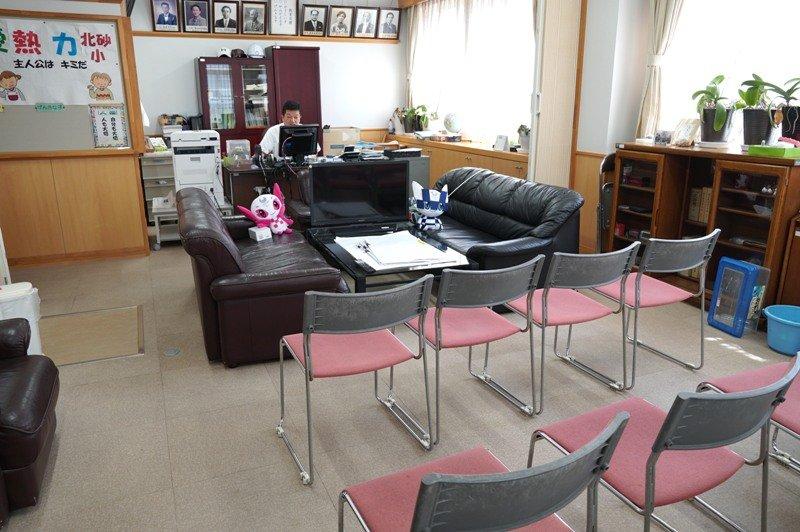 パラリンピックは校長室で小規模パブリックビューイング