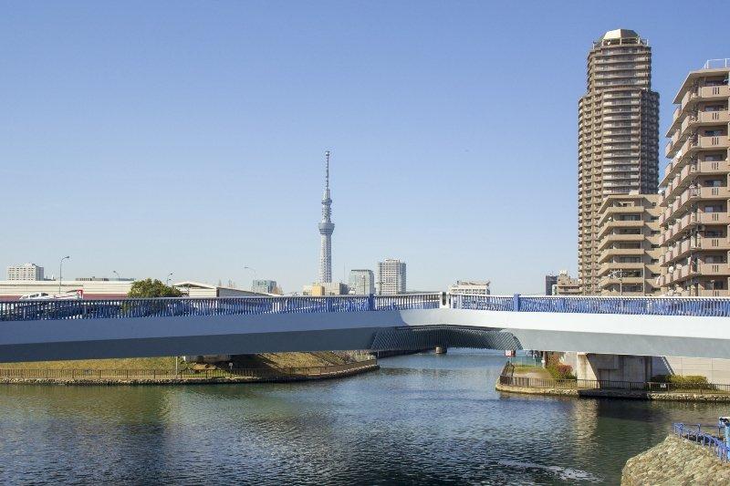 小名木川と横十間川が交差する上にかかるクローバー橋